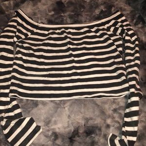 black and white long sleeve crop top